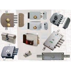 serrature antiche, parti metalliche del mobile, ripristino serrature,