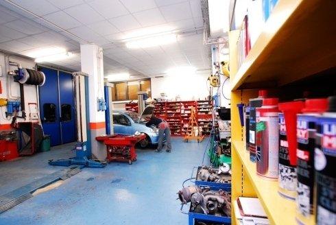 manutenzione e riparazione auto