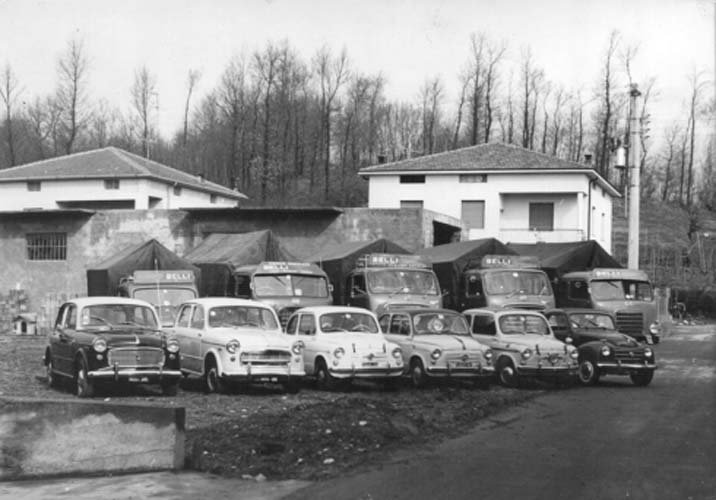 Foto del parco mezzi negli anni Sessanta