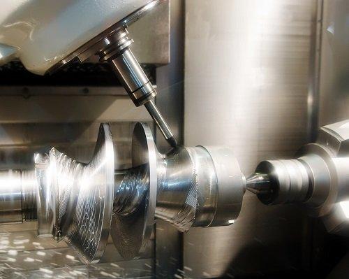 delle punte di un macchinario per lavorazioni di precisione