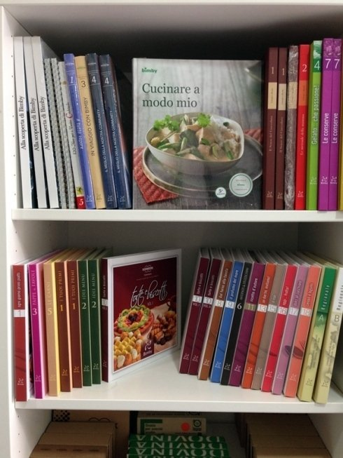 Il centro di assistenza fornisce anche ricettari e libri per imparare a cucinare.