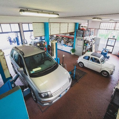 Vista del workshop dove porteranno a termine la revisione e/o riparazione dell'auto
