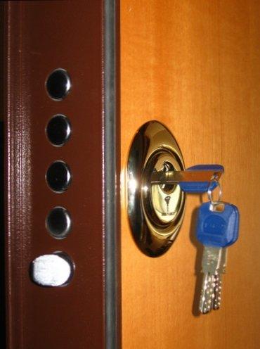 serratura per porta blindata con chiave blu