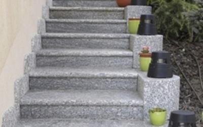 Scale in granito grigio val masino sondrio rossi - Scale in granito per interni ...
