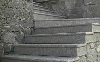 Scale in granito grigio val masino sondrio rossi - Scale esterne in marmo ...