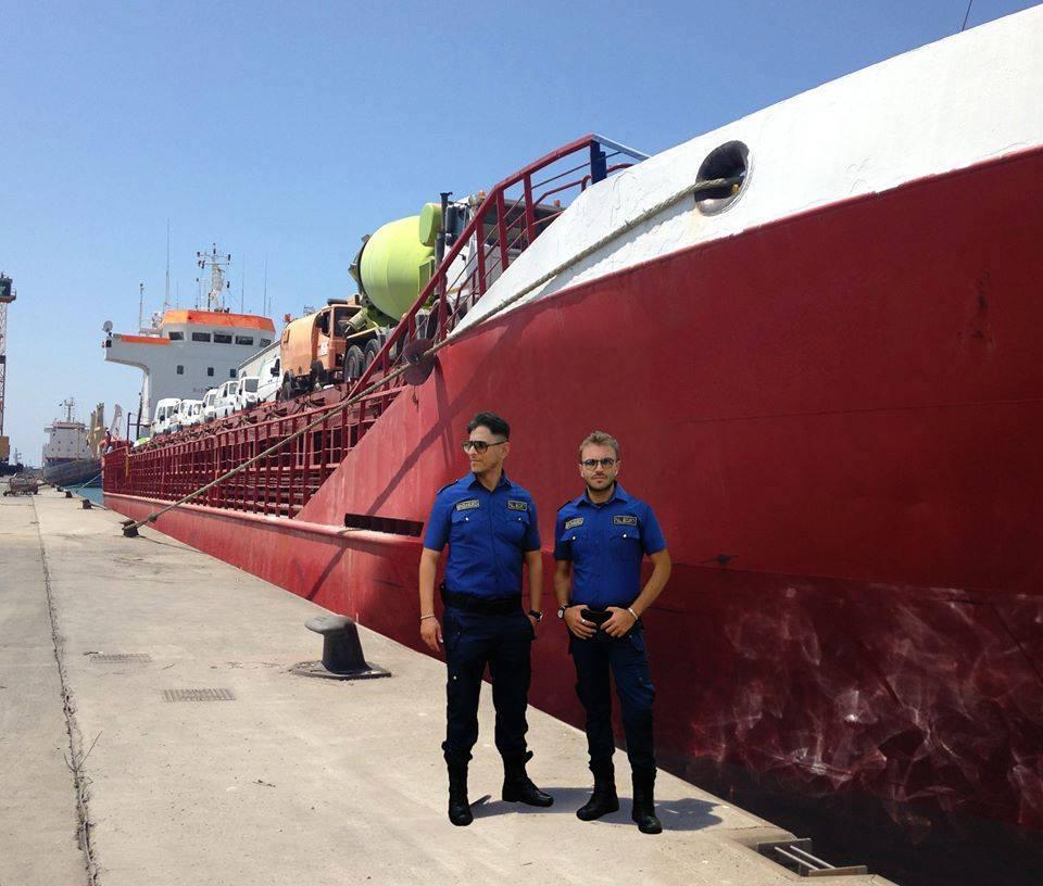 due vigilanti e una nave