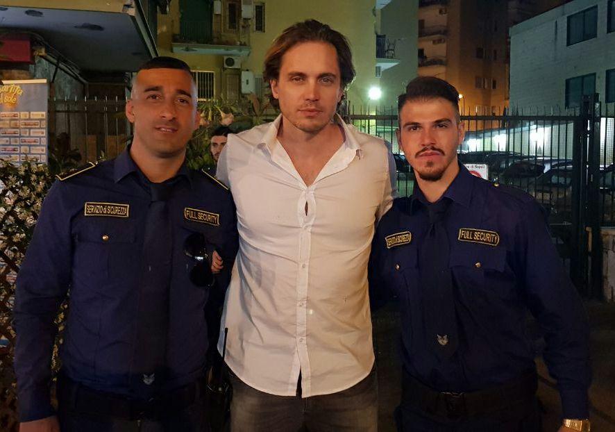 due bodyguard con attore italiano