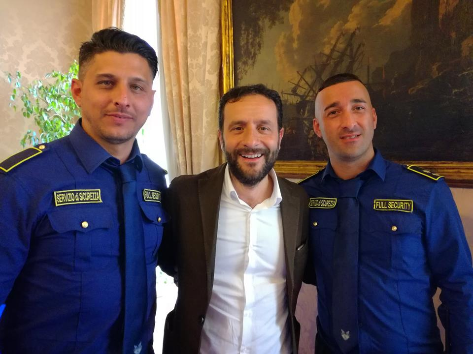 foto con tre uomini