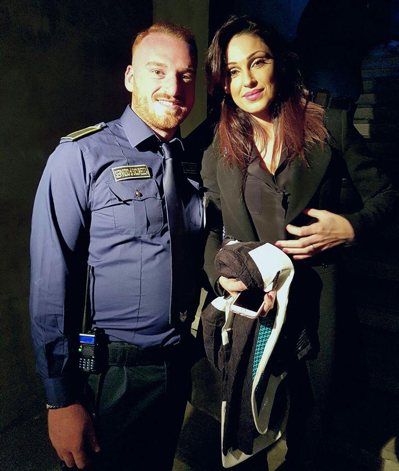 bodyguard con una nota cantante italiana