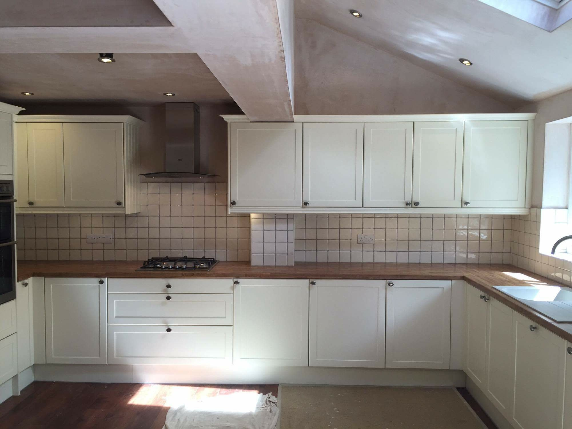 kitchen with tilles with white and wooden furniture