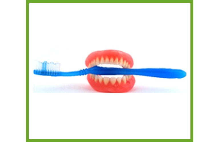 Maroochy Denture Clinic brush on cleaning