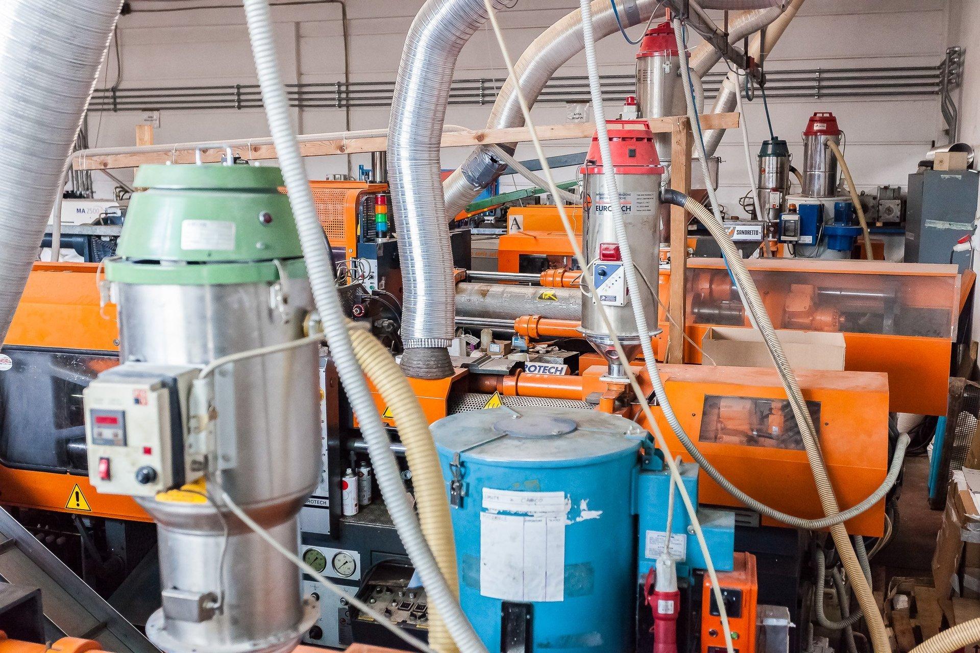 macchine per la produzione di elementi in plastica