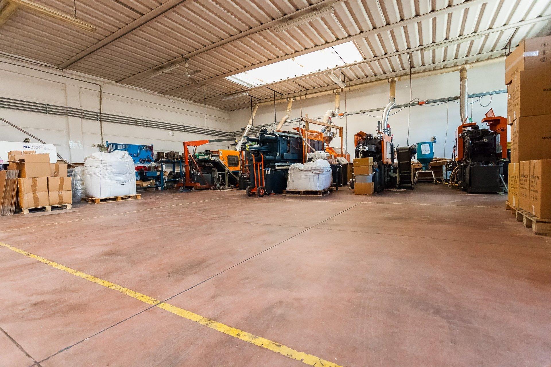 magazzino di azienda produttrice di materiali in plastica