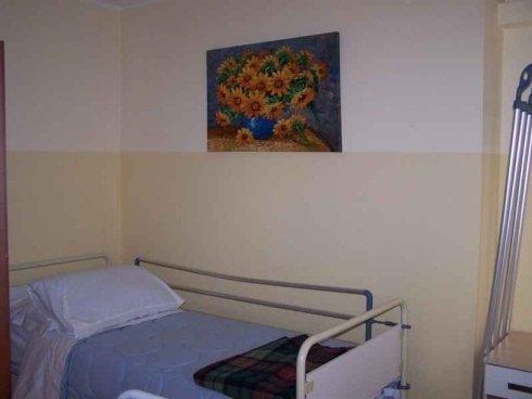 La casa di cura per anziani ha stanze attrezzate per ogni evenienza