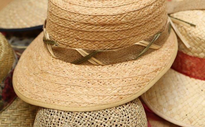Cappelli di paglia con visiera da donna