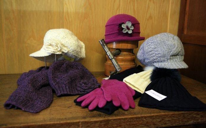 Cappelli da donna e guanti coordinati