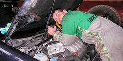meccanico al lavoro