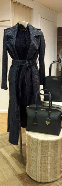 Cappotto nero e borsa in tinta