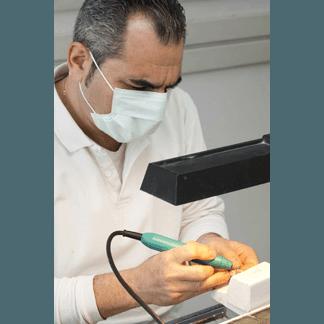 odontotecnico al lavoro