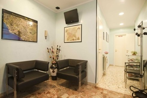 sala d'aspetto riparazioni protesi Roma