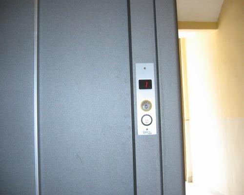 Dettaglio ascensore palazzina