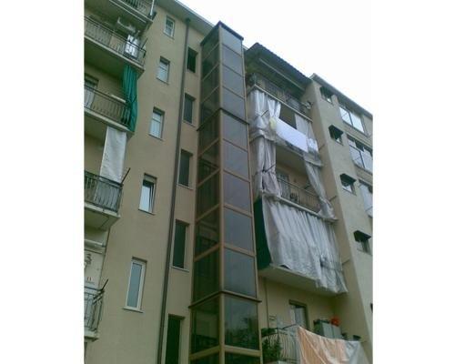 Sistema elevatore esterno per condomini