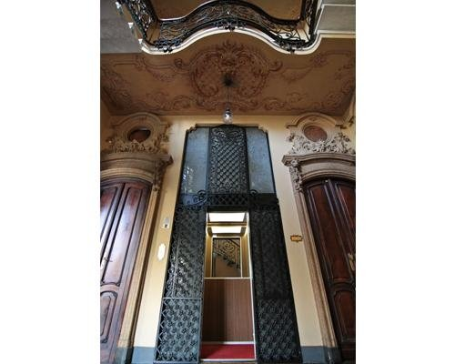 Ingresso ascensore storico