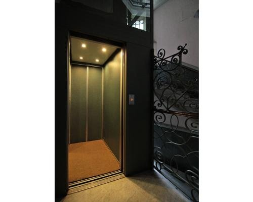 Ingresso sistema elevatore palazzo