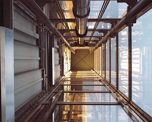 Tromba ascensore in vetro