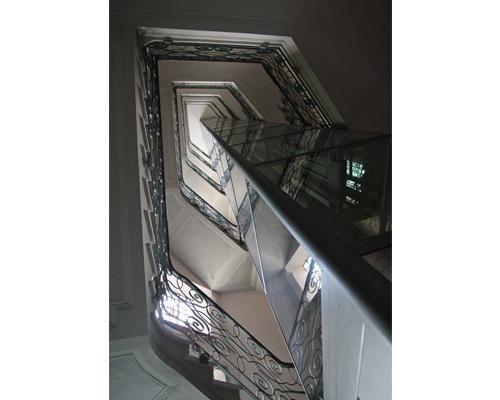 Tromba delle scale con ascensore