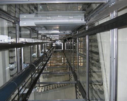 Interno sistema elevatore condominiale