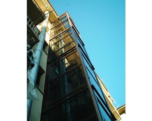 Vista esterna ascensore condominiale