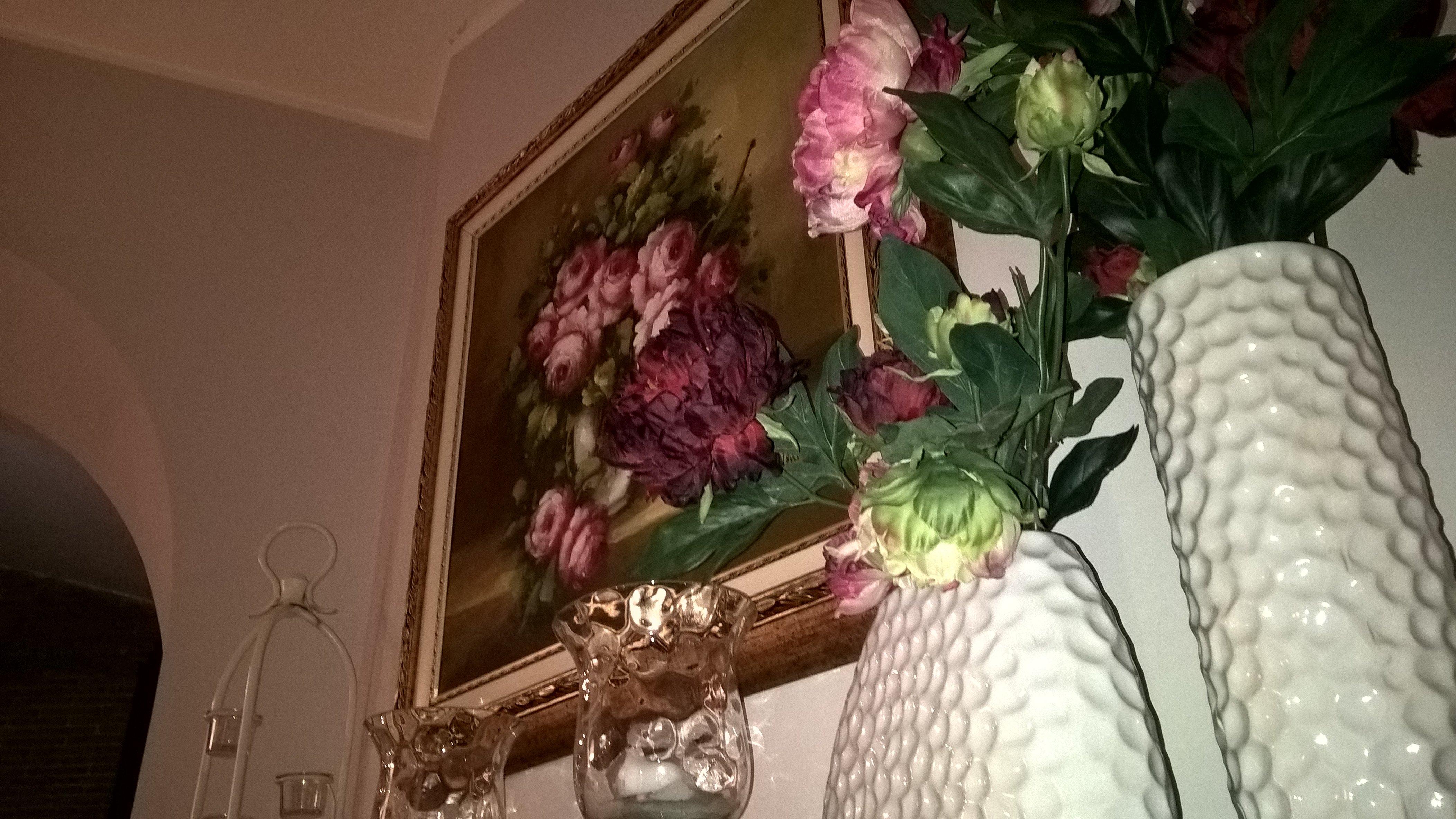un quadro con un dipinto a fiori