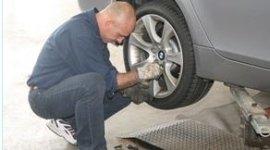 riparazione pneumatici auto di lusso, montaggio gomme su cerchi in lega, vendita gomme per auto berline
