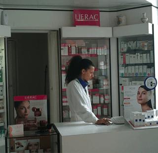 Interno della farmacia Brunetti