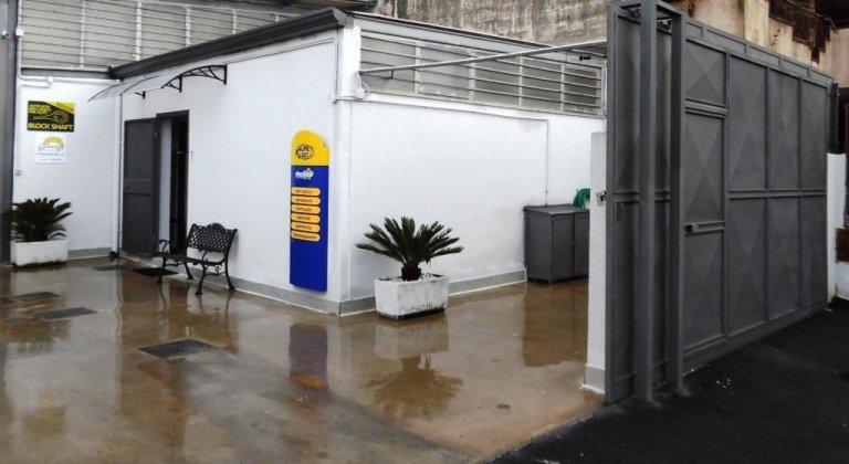 Sala attesa clienti officina esterno
