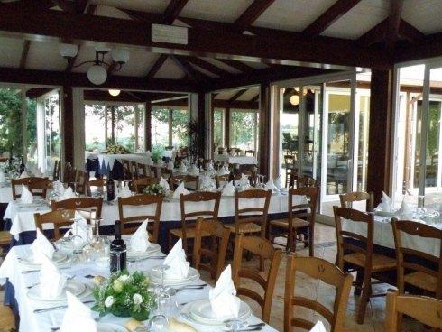 sala tavoli finestre