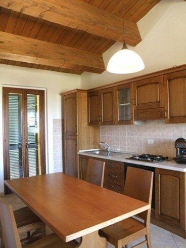cucina legno tavolo