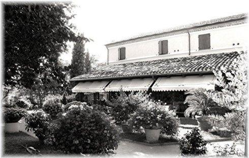 villa giardino bianco e nero