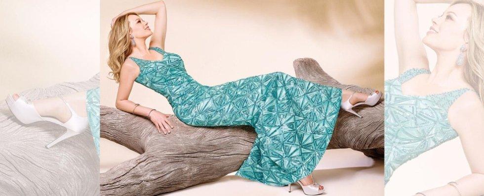 Anna Falchi in abito azzurro