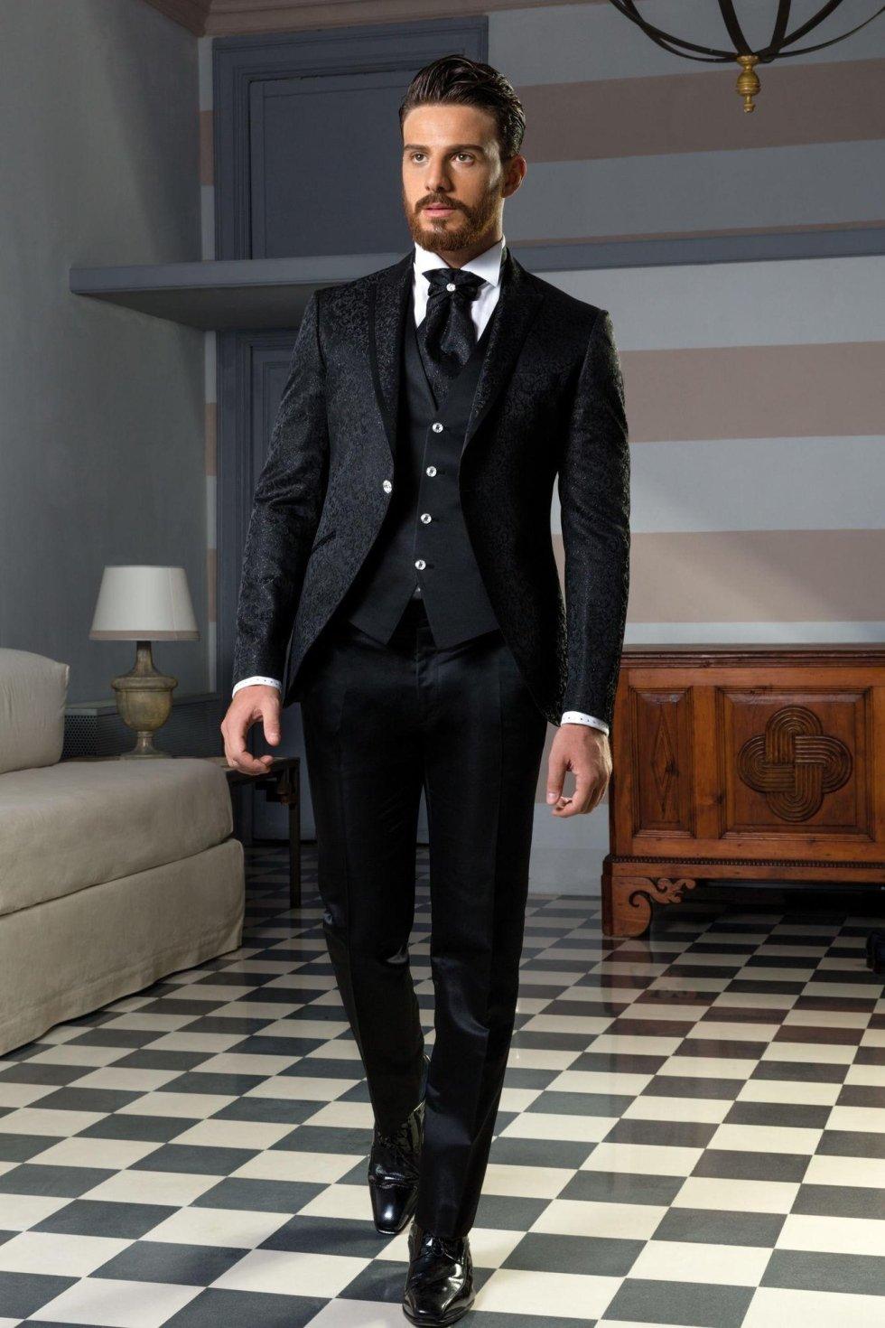 Vestito da sposo coordinato nero damascato con giacca stondata