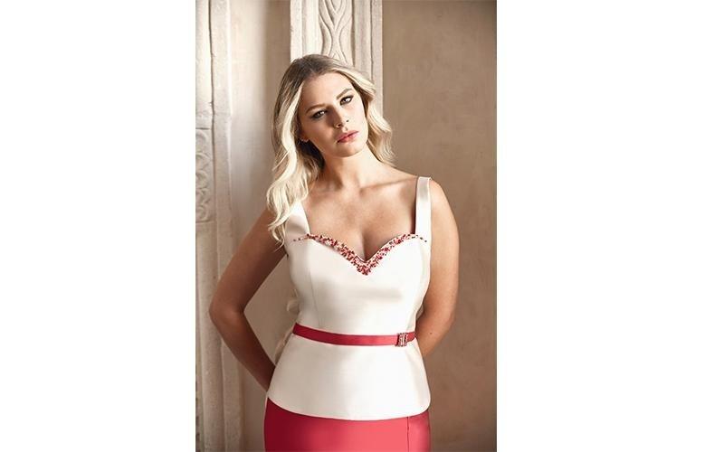abito bianco e rosso