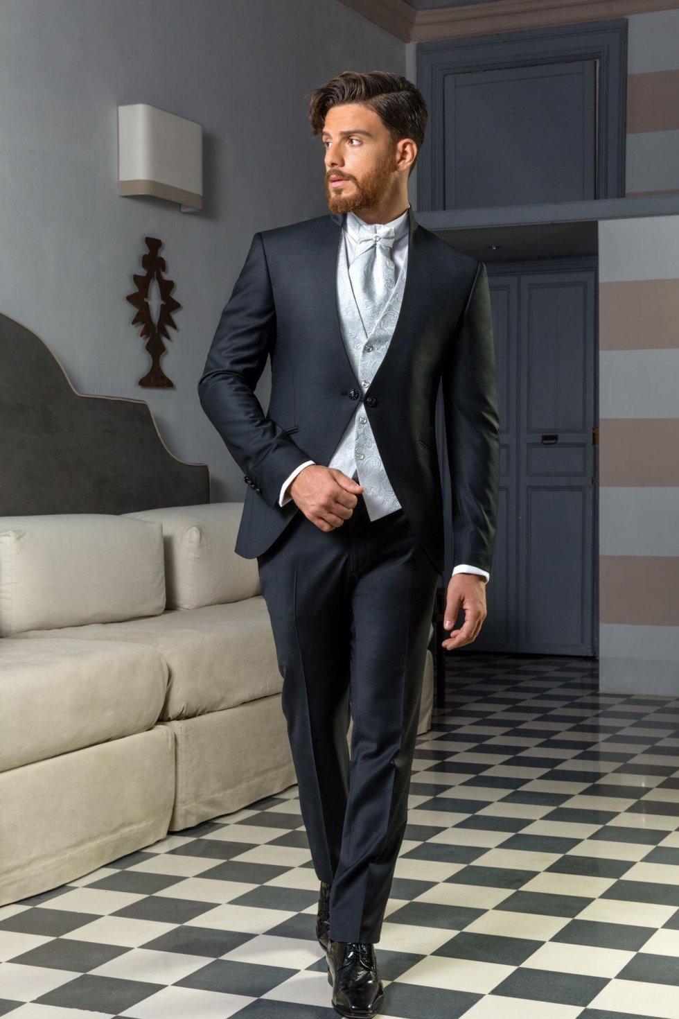 Vestito da sposo coordinato con giacca coreana stondata e gilet disegno cashmere