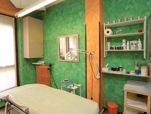 Lo staff propone numerose tipologie di massaggi, adatte ai differenti bisogni degli ospiti, ad esempio i massaggi anticellulite.