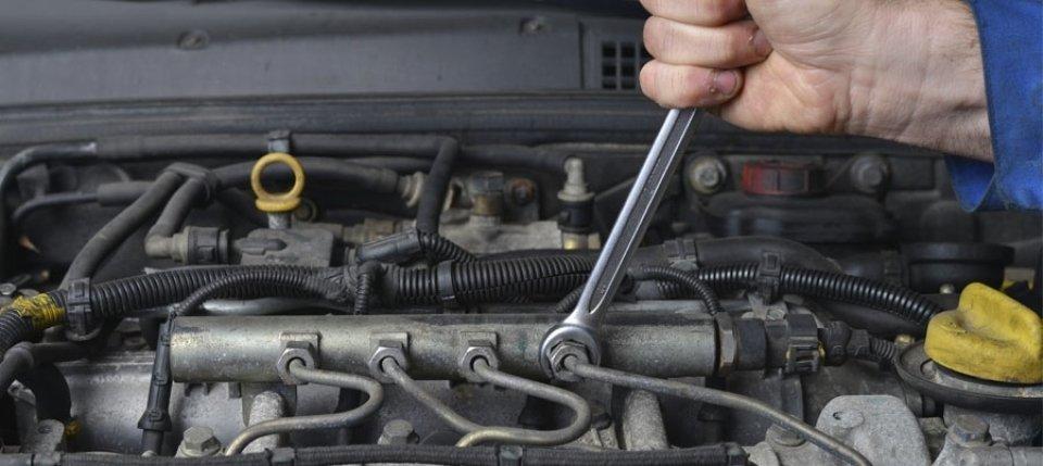 riparazione meccanica di veicolo