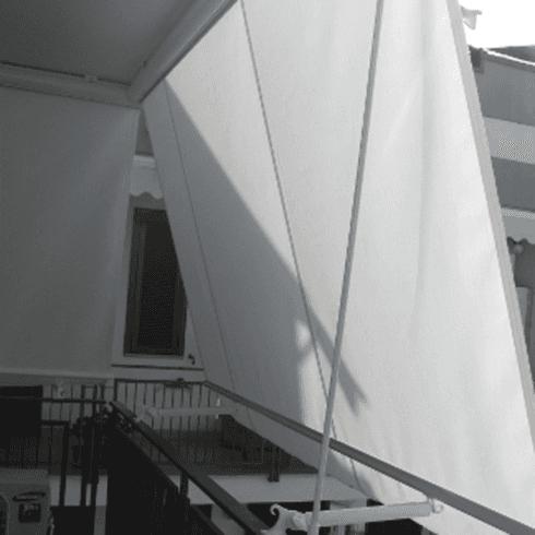 Tendone bianco su scale