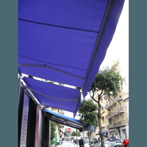 Parasole blu con struttura in ferro