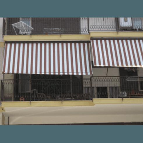 tende parasole su porte al piano terra