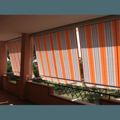 Tende esterne a righe verticali grigie e arancio