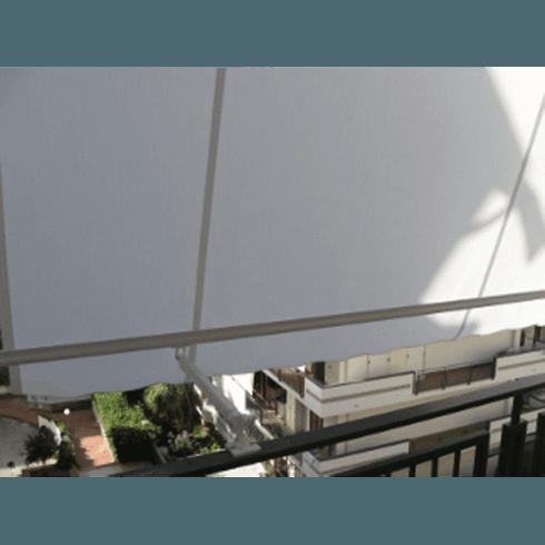 Dettaglio di parasole bianco